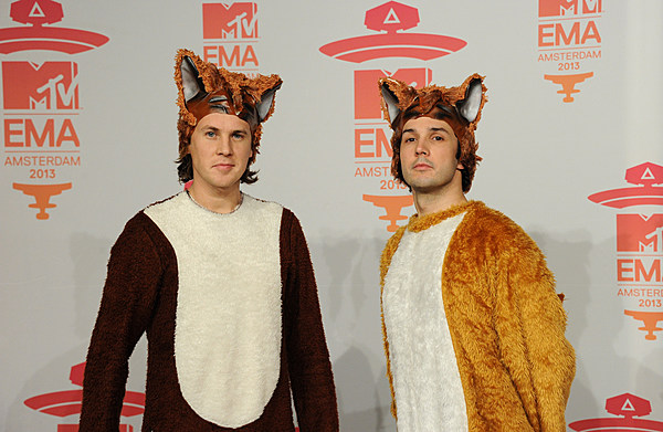 Amazoncom What Does the Fox Say 0884470208131 Ylvis