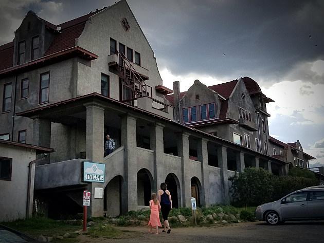 krisedwards/townsquaremedia - Boulder Hotsprings Hotel